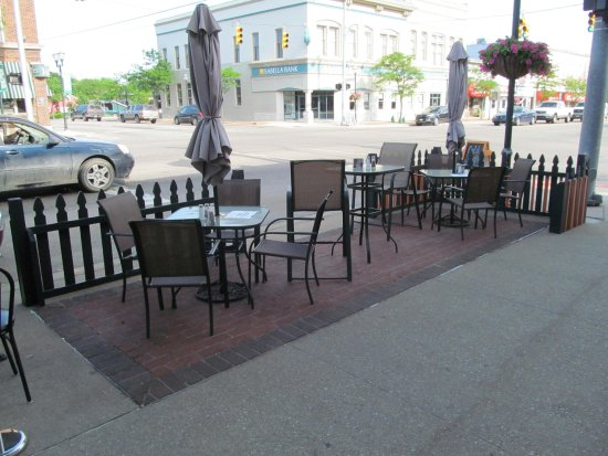 Clare, MI: Outside Dining