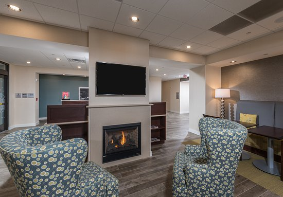 Westborough, MA: Lobby Fireplace