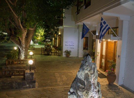 Omalos, กรีซ: Είσοδος Ξενοδοχείου