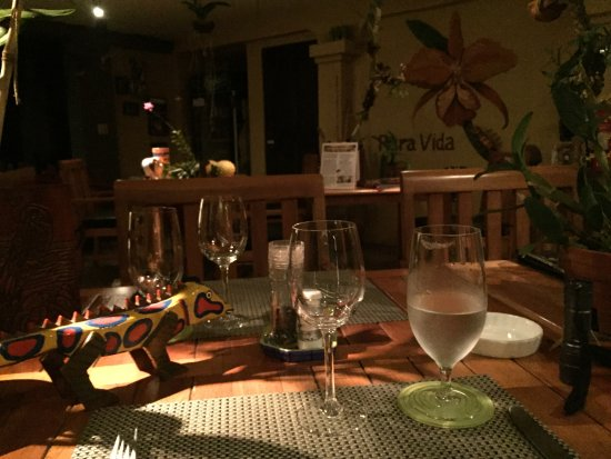 Pura Vida Hotel: Lovely dining patio