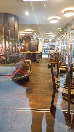 Restaurant Zum Schiffchen - Hauptbahnhof Dusseldorf: Waiting for the pub to open.