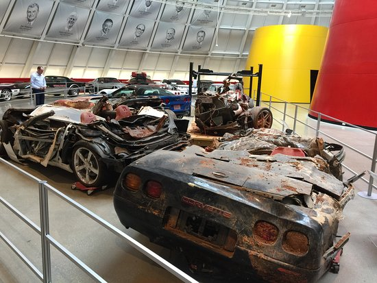 National Corvette Museum : Damaged cars that fell in the sink hole