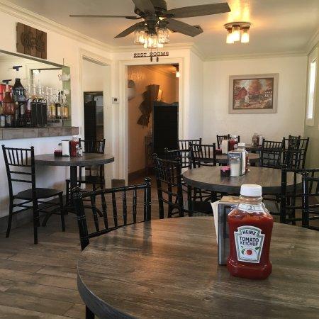 Tatum, NM: Tinys Burger Barn