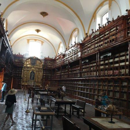 Biblioteca Palafoxiana: photo1.jpg
