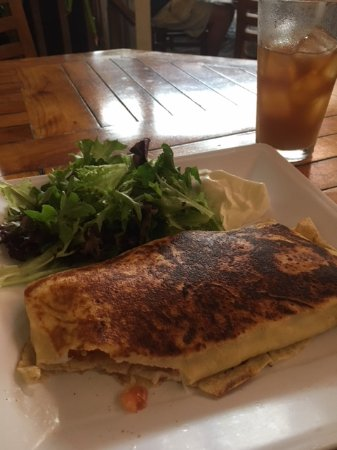 Cafe des Amis: Chicken, Avocado crepe with small salad - really good