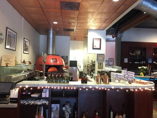 Fuoco Pizzeria Napoletana: oven at bar