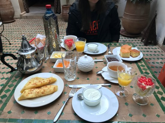 Riad Les Trois Mages: the simple yet tasty breakfast spread