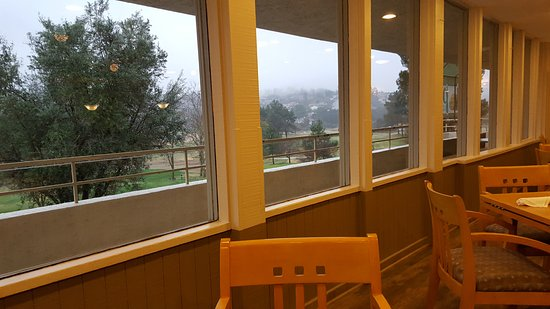 The Oaks Grill and Par Lounge: A Foggy Drizzly Morning at the Oaks Grill