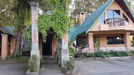 Villa zurqui hotel desde san josecito costa rica for Villas zurqui fotos