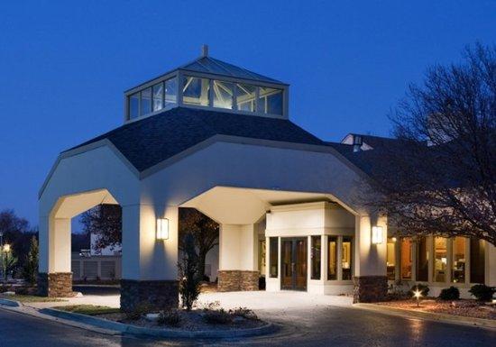 Westmont, IL: Exterior