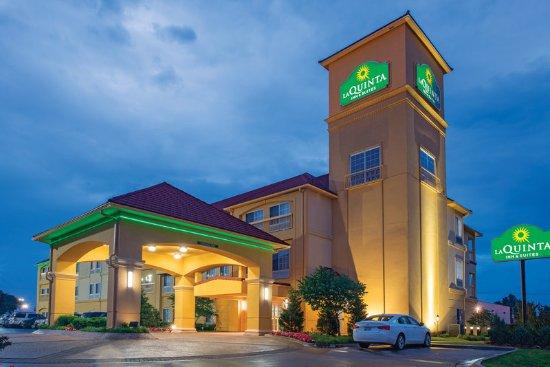 La Quinta Inn & Suites Tulsa Airport / Expo Square: Exterior