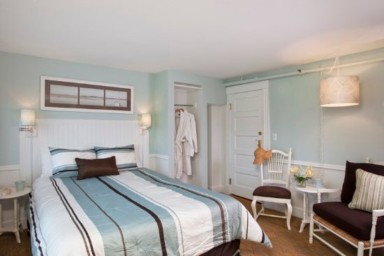 Vineyard Square Hotel & Suites: Guest room