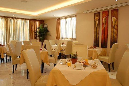 Venus Hotel & Suites: Restaurant