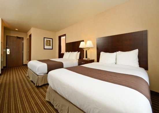 Yellowstone West Gate Hotel: Guest room