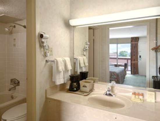Downtown Inn & Suites: Guest room