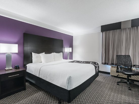 guest room foto de la quinta inn fresno yosemite fresno. Black Bedroom Furniture Sets. Home Design Ideas