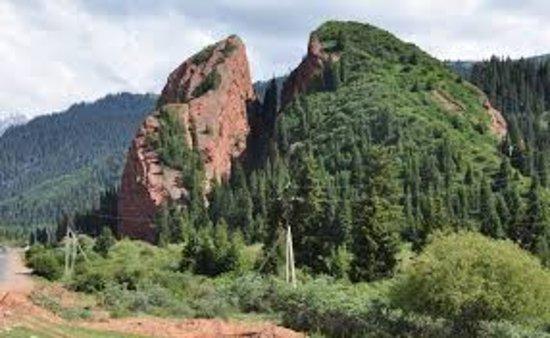 "Issyk Kul Province, Kirgisistan: так выглядит гора ""Разбитое сердце"""