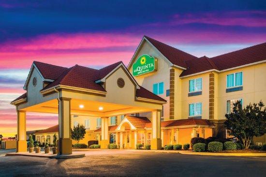 La Quinta Inn & Suites Russellville: Exterior