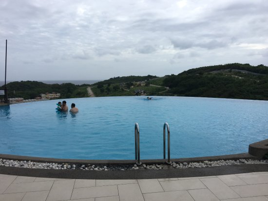 Alta Vista de Boracay: Infinity Pool - Opposite to main lobby