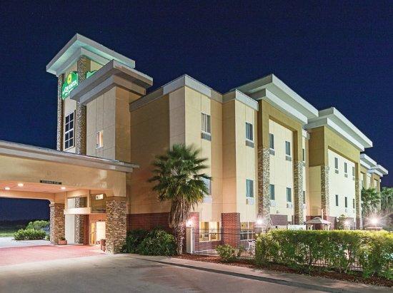 La Quinta Inn & Suites Mathis: Exterior