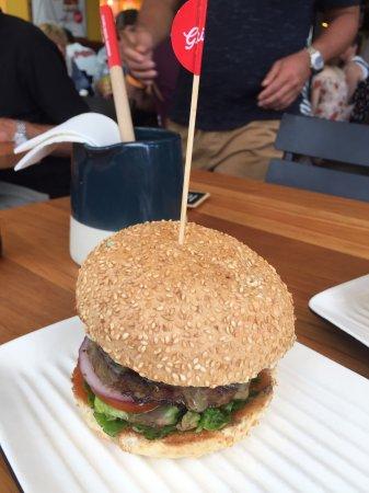 Biggera Waters, Australië: ジューシーなハンバーガー