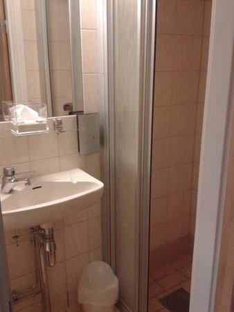 Anno 1647: Bathroom is small