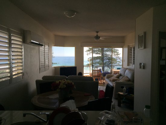 Coolum Beach, Australia: Living/dining room/kitchen