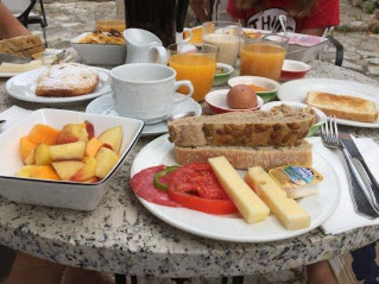Finca Es Castell: frukost
