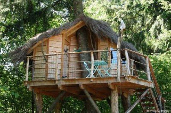 Saint-Gervais-d Auvergne, فرنسا: La cabane du pêcheur la plus simple d'accès à 4 m