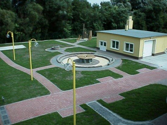Gyor-Moson-Sopron County, Hungria: Hátsó udvar, szauna és garázs