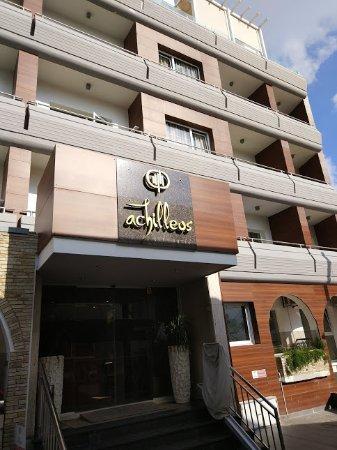 Achilleos City Hotel: Вход в отель