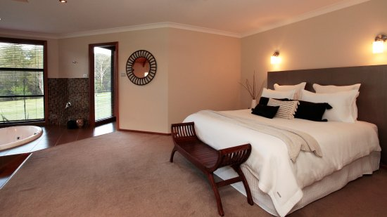 Cedars Mount View: Terrace Villa king bed