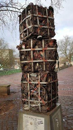 """Skulptur """"Leine Entrümpelung"""""""