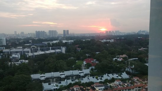 Shangri-La Hotel, Singapore: Sunset view from club lounge