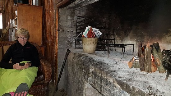 Bonnievale, Sudáfrica: Indoor braai at each River Camp with 10 bags of wood per night included in your rate