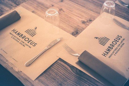 La tavola apparecchiata da hambroeus foto di hambroeus - La piccola cucina milano ...