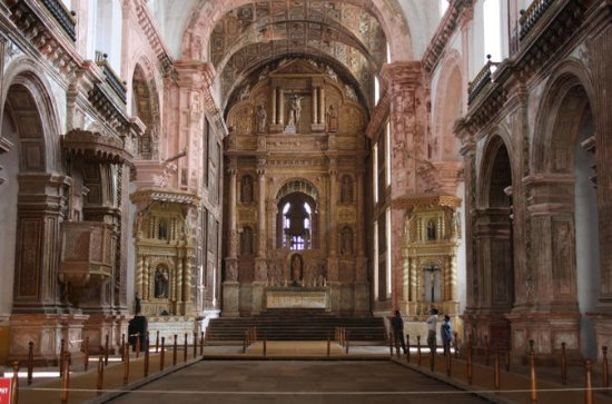 Discover Goa Private Heritage tour of Churches, Temple and Dona Paula...
