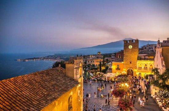 Tour a piedi al tramonto a Taormina