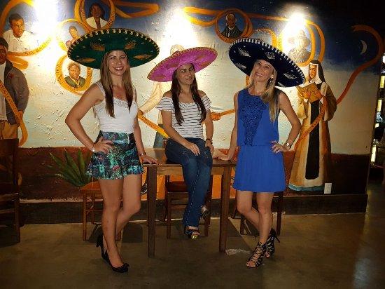 Viola e canto mexicano! - Picture of Guacamole Cocina Mexicana ... 3e33489781a