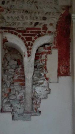 San Benigno Canavese, Italien: colonna del chiostro originale (anno 1000 d.c.)