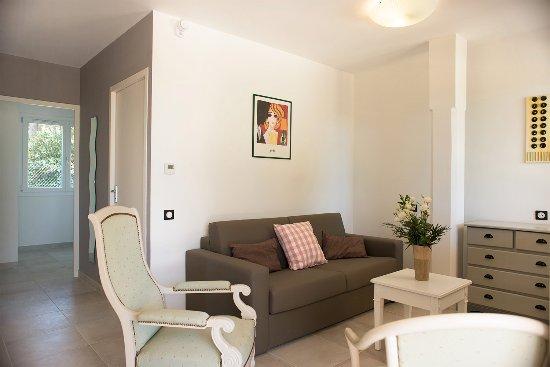 Foto de apparts des joncas martigues appart b sdb for Hotel f1 salon de provence