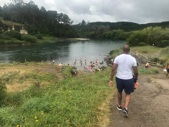 Spa Thermal Park and Riverbank Recreational and Scenic Reserve: walk down to Spring