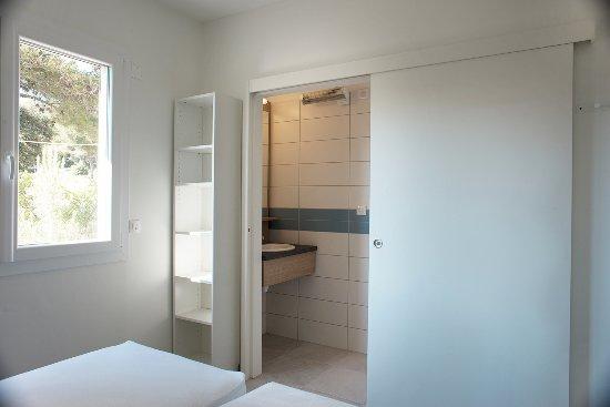 Appart F Chambre avec salle de bain atenante et WC séparés ...
