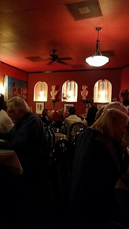 Pacino's Mediterranean Grille: Dining room at Pacino's