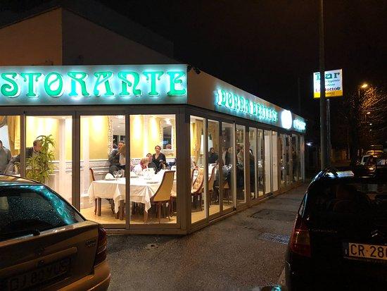Foto donna beatrice fiumicino tripadvisor for L esterno del ristorante sinonimo