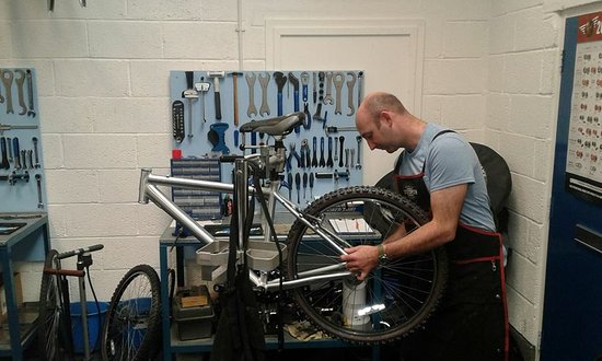 Lanivet, UK: Cytech two qualified mechanic for all your bike repairs