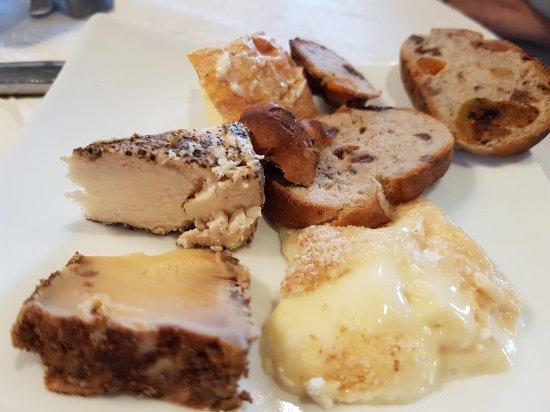 Auberge Du Bois St Jacques - Un fromage de Neufch u00e2tel d'un an ! affiné !étonnant non ? u0395 u03b9 u03ba u03cc u03bd u03b1 u03c4 u03bf u03c5 Auberge du Bois Saint