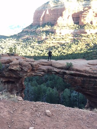 Devil's Bridge Trail: natural arch high above the valley
