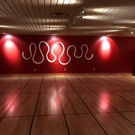 Fayetteville, NY: Breathe is a beautiful yoga studio adjacent to the Wegman's plaza in Dewitt - there is a retail