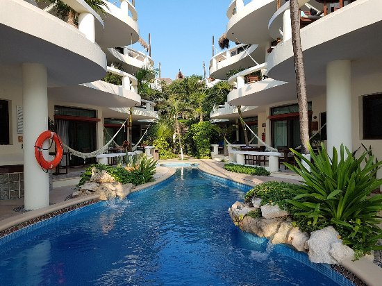 Playa Palms Beach Hotel: Playa Palms is an oasis in the heart of the city.